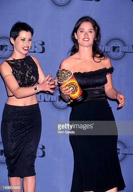 Fairuza Balk and Robin Tunney at the 6th Annual MTV Movie Awards, Barker Hanger, Santa Monica Airport, Santa Monica.