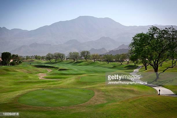フェアウェイでは、高級ゴルフコース - カントリークラブ ストックフォトと画像