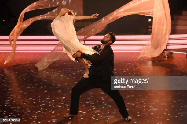 Faisal Kawusi and Oana Nechiti perform on stage during the 7th show of the tenth season of the television competition 'Let's Dance' on May 5 2017 in...