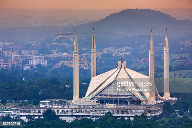 faisal mosque at dusk, islamabad, pakistan - islamabad stock pictures, royalty-free photos & images
