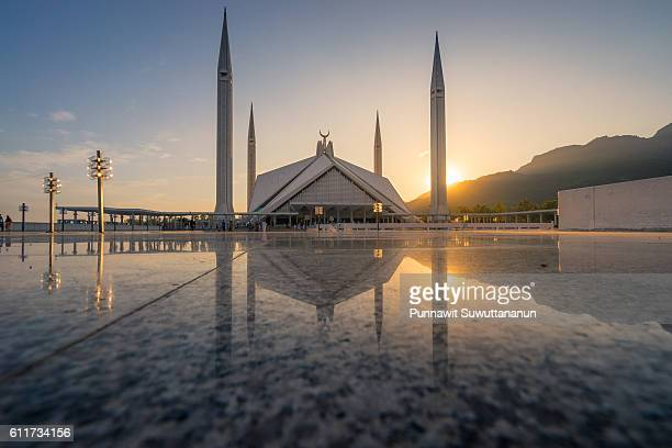 faisal mosque at sunset, islamabad - islamabad stock pictures, royalty-free photos & images