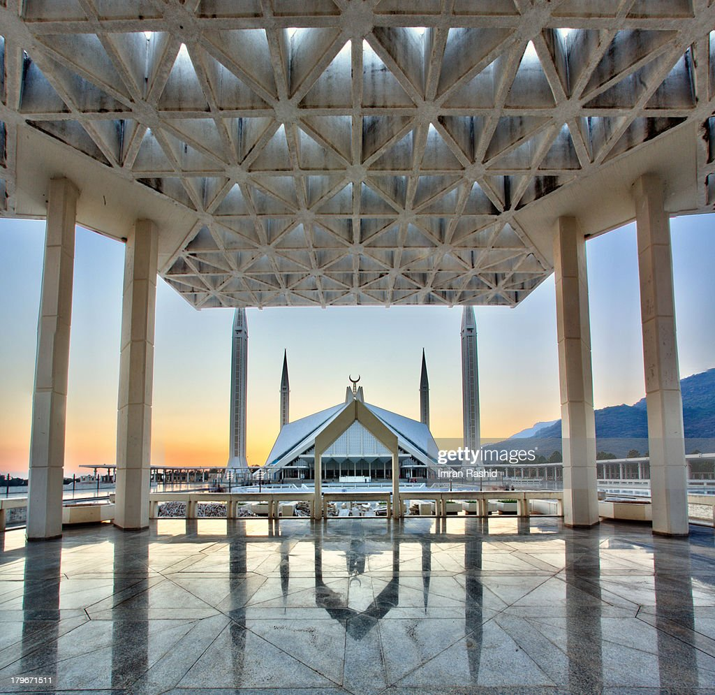 The Shah Faisal Mosque is located at the foot of the Margalla Hills in Pakistan. The main prayer hall and courtyard is said to hold around 100,000 people