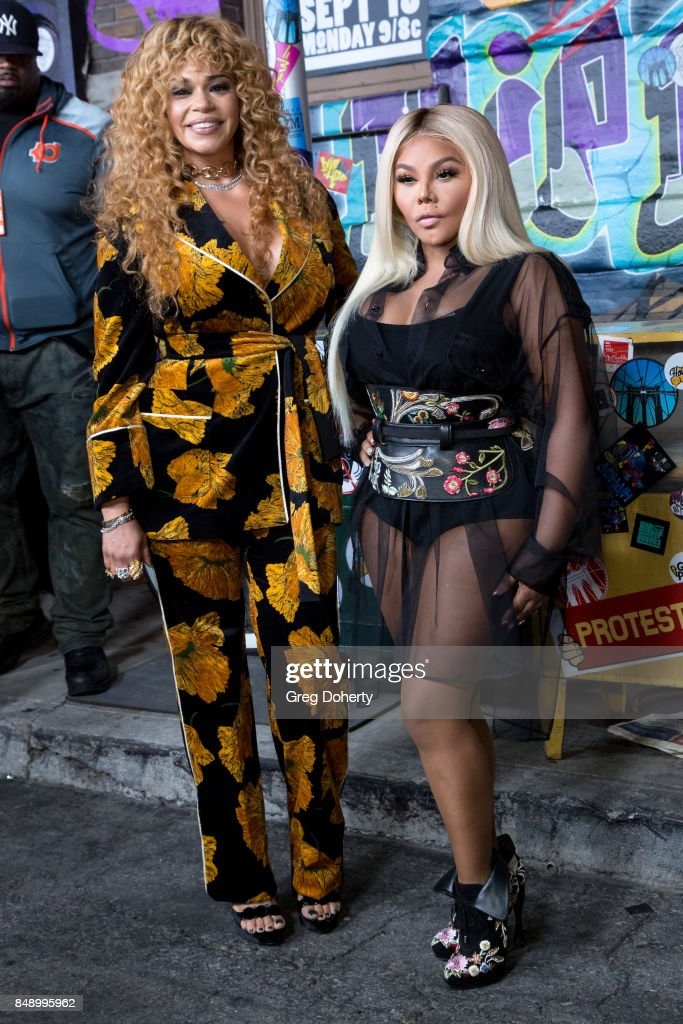Faith Evans and Lil Kim arrive for VH1's Hip Hop Honors: The 90's Game Changers at Paramount Studios on September 17, 2017 in Hollywood, California.