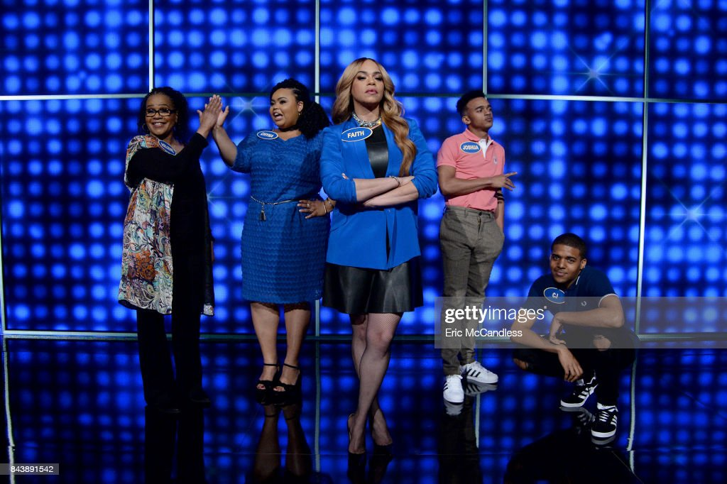 "ABC's ""Celebrity Family Feud"" : News Photo"