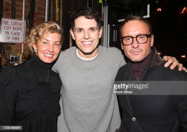 Faith Hill Kyle Brown and Tim McGraw pose backstage at the hit musical based on the Baz Luhrmann film Moulin Rouge on Broadway at The Al Hirshfeld...