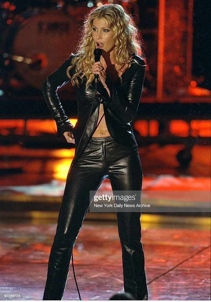 Faith hill performs at the 39 vh1 divas 2000 a tribute to for Diva 2000