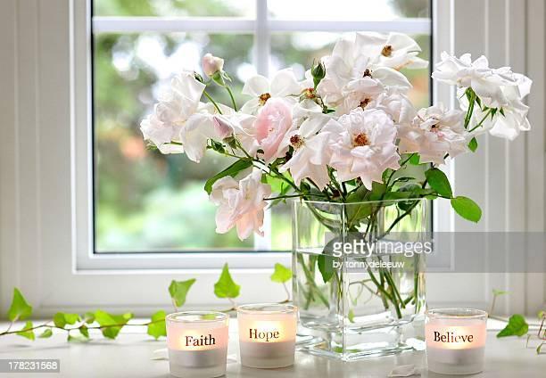 faith, hope, believe - candle of hope imagens e fotografias de stock