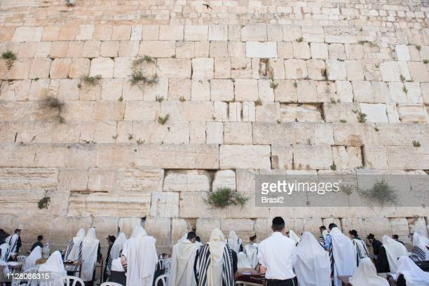 faith on the wailing wall of jerusalem - judaism stock pictures, royalty-free photos & images