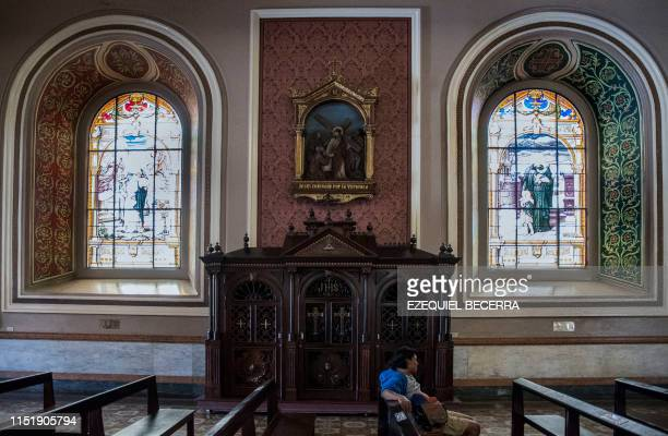 Faithful awaits to got to confession at the Metropolitan Cathedral in San Jose, Costa Rica on June 02, 2019. - Costa Rican deputy Enrique Sanchez, of...