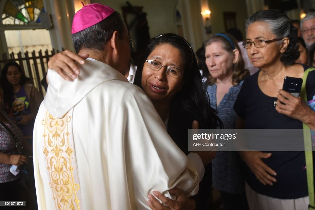Faithful catholics greet monsignor gregorio rosa chavez l faithful catholics greet monsignor gregorio rosa chavez l auxiliary bishop of san salvador m4hsunfo