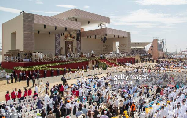 Faithful receive the Echarist during Pope Francis 4day apostolic visit to Peru on January 20 2018 in Huanchaco Peru