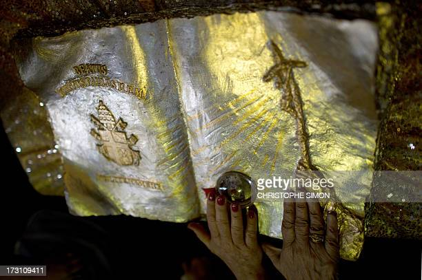 Faithful touch the relics after a mass officiated by Cardinal Stanislaw Rylko to celebrate the arrival in Brazil of the relics of blessed John Paul...