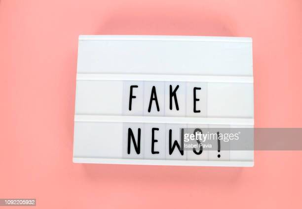 """fake news!"" message in light box - fake news fotografías e imágenes de stock"
