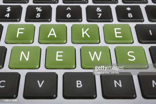 fake news on computer keyboard keys - fake news fotografías e imágenes de stock