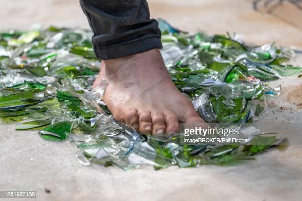 fakir with foot on broken glass, rinteln, germany - faquir - fotografias e filmes do acervo