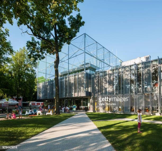 PL Architekci 2012 Approach through garden to building