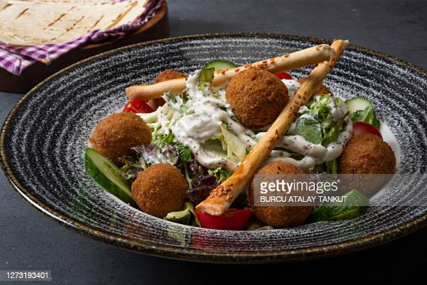 falafel salad - tabbouleh stock pictures, royalty-free photos & images