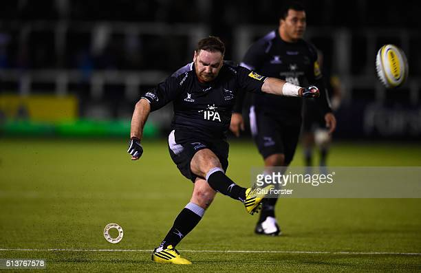 Falcons fly half Andy Goode kicks his second penalty over during the Aviva Premiership match between Newcastle Falcons and Worcester Warriors at...
