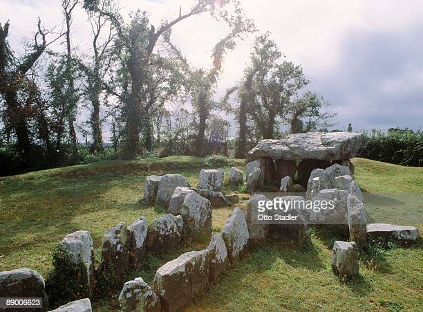 faldouet dolmen in jersey, channel islands, england - reise stock pictures, royalty-free photos & images
