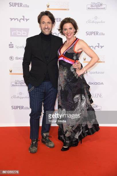 Falk Willy Wild and Gisa Zach attend the Goldene Henne on October 13 2017 in Leipzig Germany