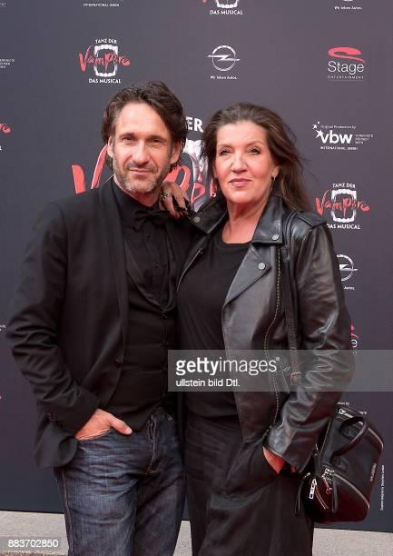 FalkWilly Wild und Katy Karrenbauer Gala Premiere Tanz der Vampire im Stage Theater des Westens Berlin am