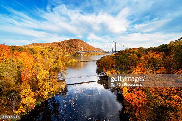 fall bear mountain bridge - bear mountain bridge stock pictures, royalty-free photos & images