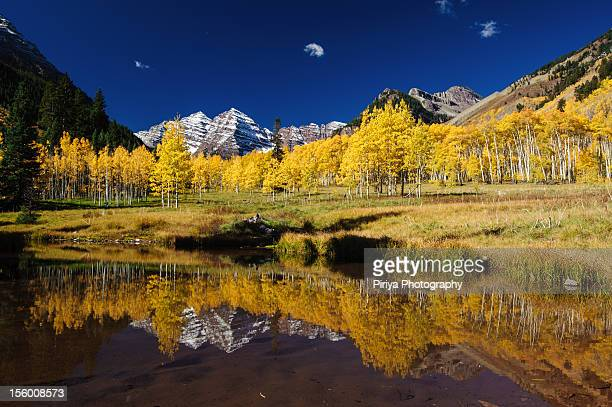 fall colors at colorado - maroon bells stock pictures, royalty-free photos & images