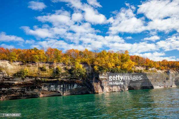 fall colors at pictured rocks - munising michigan stock pictures, royalty-free photos & images