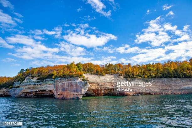 fall colors in pictured rocks national lakeshore - pictured rocks national lakeshore stock pictures, royalty-free photos & images