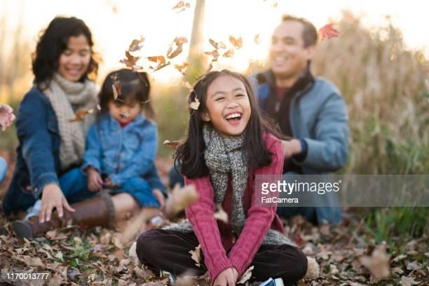 familia de otoño - filipinas fotografías e imágenes de stock