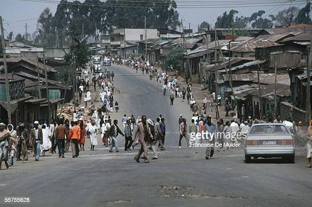 Fall of Addis Ababa by the erythrean rebellion Exodus of the population of suburbs May 28 1991 FDM5752