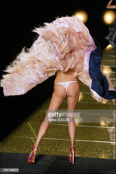 Fall Winter 2002 Haute Couture Dior Collection The Marilyn'S Touch On August 7Th 2002 In Paris France