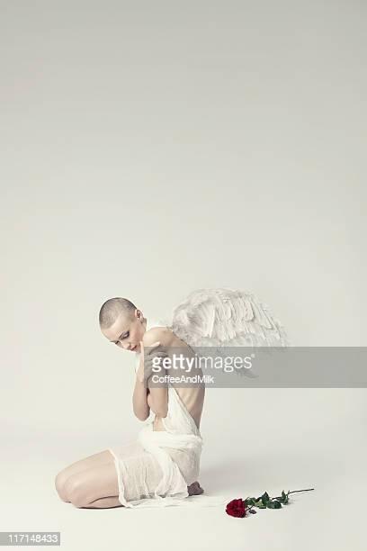 fallen angel - femme maigre photos et images de collection