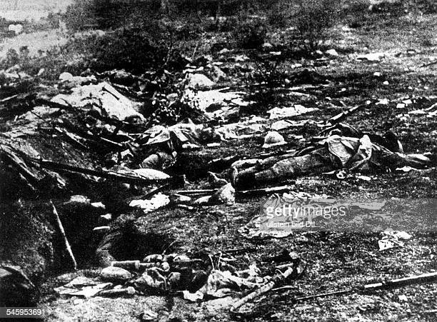 Fallen French soldiers on the battlefield