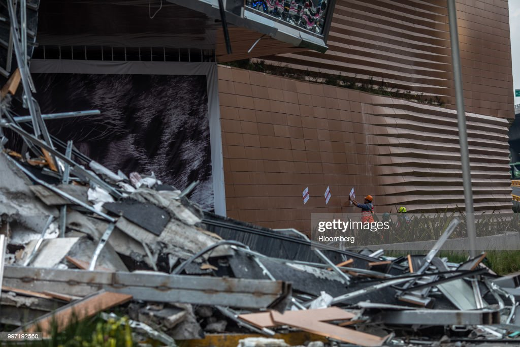 Fallen sections of the Artz Pedregal shopping mall lie on the ground in Mexico City, Mexico, on Thursday, July 12, 2018. A section of the high-end fashionmallinaugurated a mere three months ago collapsed Thursday afternoon in Mexico City. Photographer: Alejandro Cegarra/Bloomberg via Getty Images