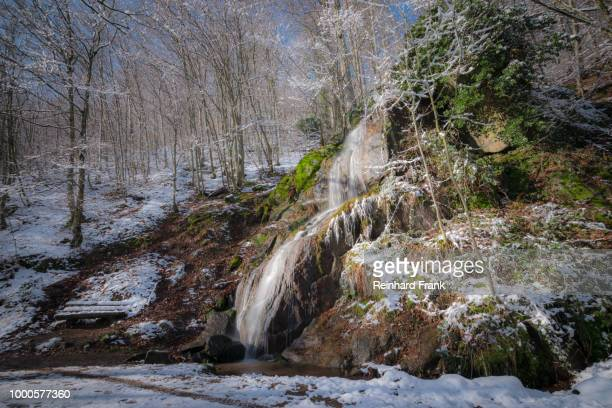 fallendes wasser - wasser stock pictures, royalty-free photos & images