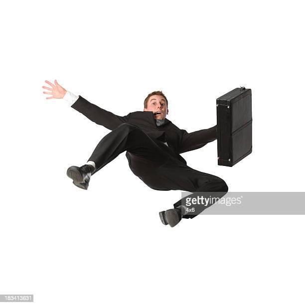 Falling ビジネスマンがブリーフケース付き