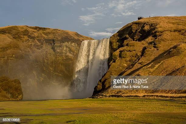 falls in iceland - fimmvorduhals volcano stockfoto's en -beelden