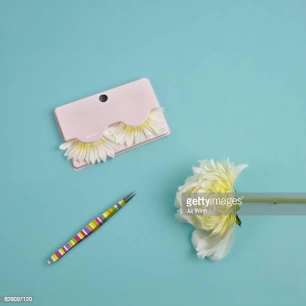 False eyelashes made of flower petals