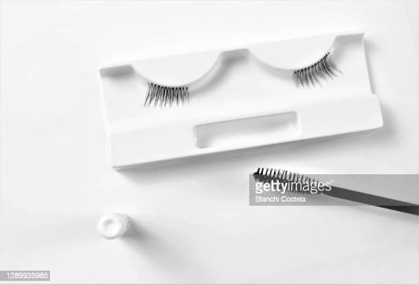 false eyelashes on a table - つけまつげ ストックフォトと画像