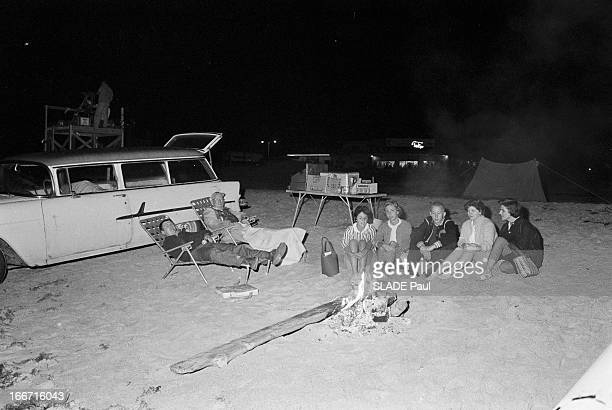 False Start For Astronaut John Glenn Cape Canaveral En janvier 1962 de gros nuages planent sur Cap Canaveral le public américain sur la plage de...