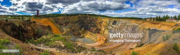falun mine in falun, sweden, was designated a unesco world heritage site. - ファールン ストックフォトと画像