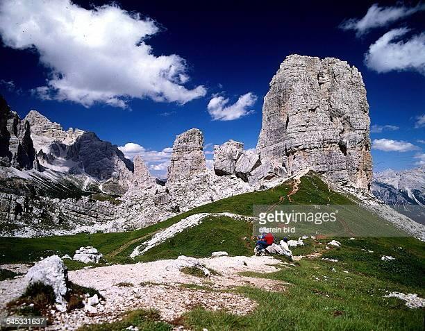 Felsformation CinqueTorri in den Dolomiten 1995col