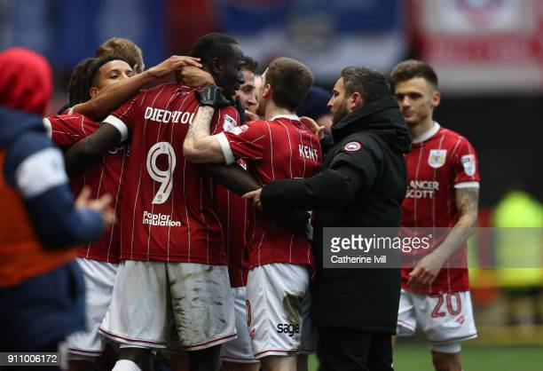 Famara Diedhiou of Bristol City celebrates after he scores his sides first goal with his team mates and Bristol City manager Lee Johnson during the...