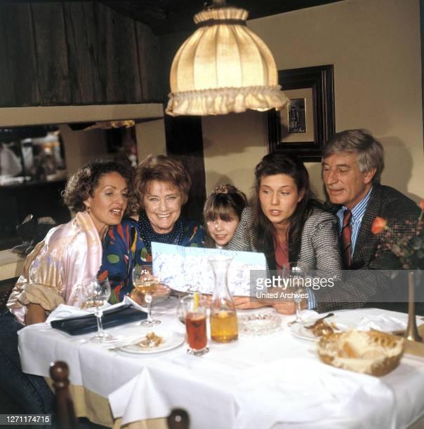 Familienurlaub BRD 1987 / Ilse Biberti KATHRIN ACKERMANN, MARIA SCHELL, SUSANNE WELLENBRINK, JULIA HEINEMANN, SIEGFRIED RAUCH, in der Folge:...
