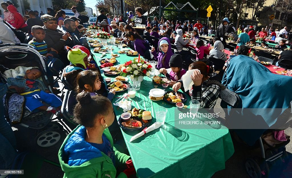 US-CHRISTMAS-HOMELESS-CELEBRITY : News Photo