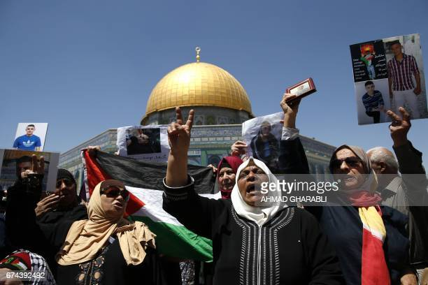 TOPSHOT Families of Palestinians imprisoned in Israeli jails demonstrate outside the Dome of the Rock at the AlAqsa mosque compound in Jerusalem's...