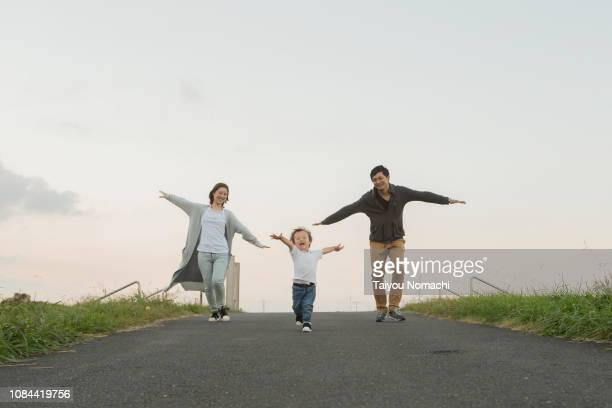 families playing with imitating an airplane - 家族 ストックフォトと画像
