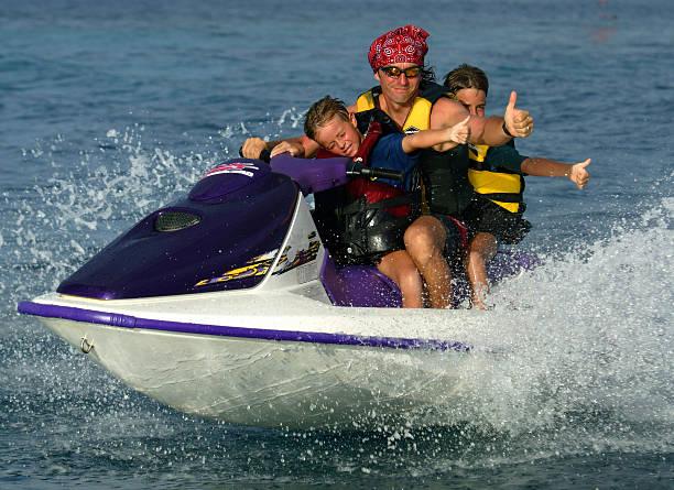 famille en jet ski