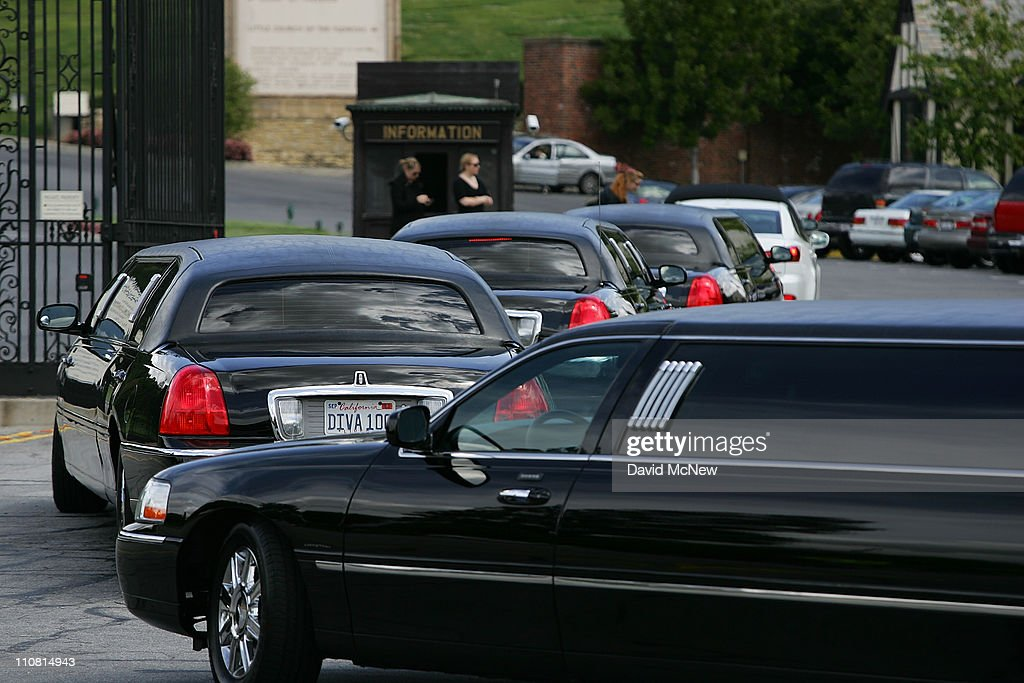 Elizabeth Taylor Private Funeral : News Photo